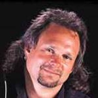 MICHAEL ANTHONY </h3><p><strong>Basse-