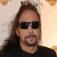 ACE FREHLEY </h3><p><strong>Chant,Guitare-